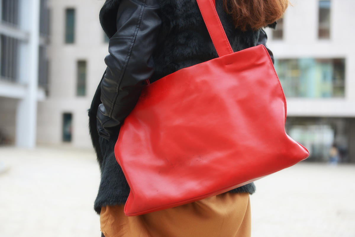 Equal-Pay-Day - rote Damenhandtasche